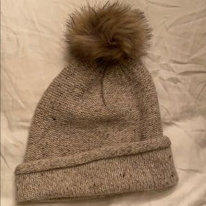 Madewell beanie with pouf